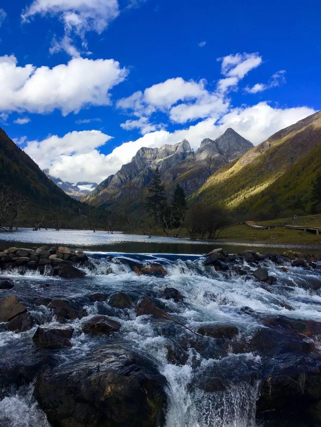 荒野求生 中国 贝爷中国荒野求生第一站私藏美景无数 被誉为上帝的后花园!