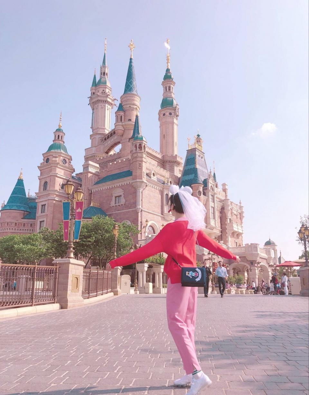 陈小纭标准的游客照,出去玩,我想学她穿