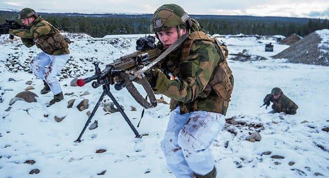 北约下足本钱对抗俄军,王子亲自率军逼近,俄一句话击中要害