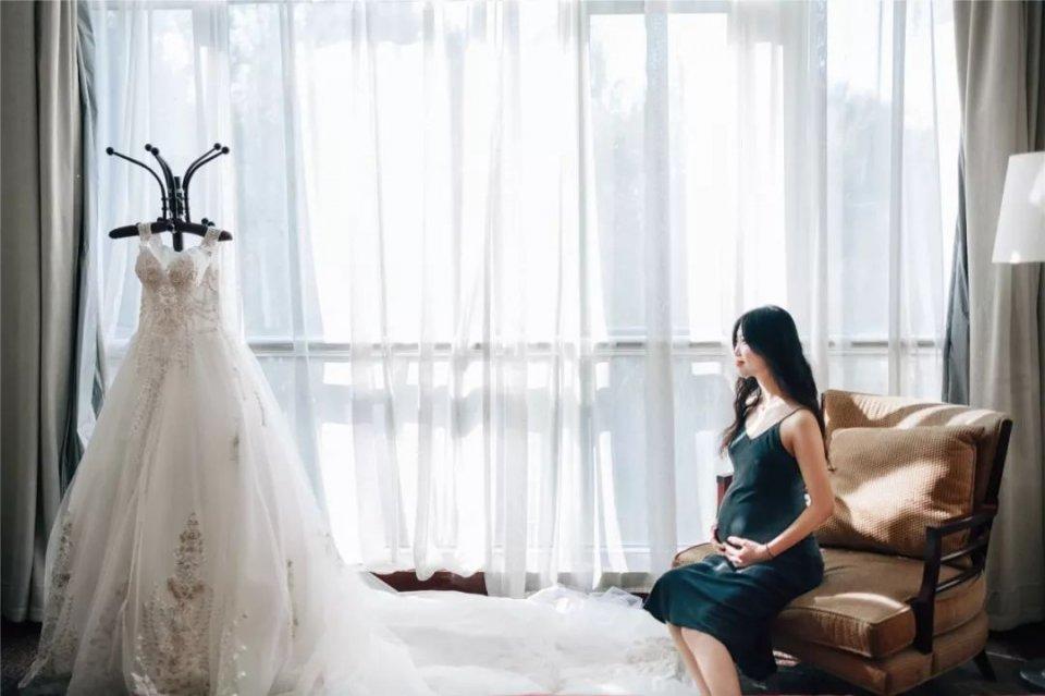 挺着8个月身孕结婚,背后的故事让人泪目... ..
