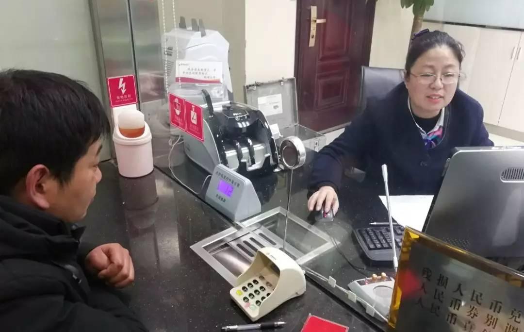 睢宁农商银行英雄榜开门红:受伤后下不了火线的《汤大姐》