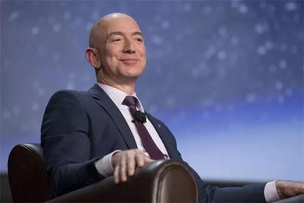 面对「裸照勒索」,全球首富、亚马逊老板选择了正面直接刚....