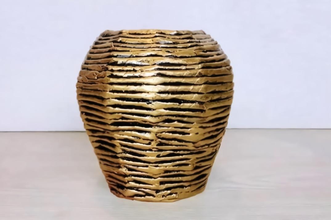 创意生活,教你用纸板和旧报纸diy一个酒坛形的复古花瓶