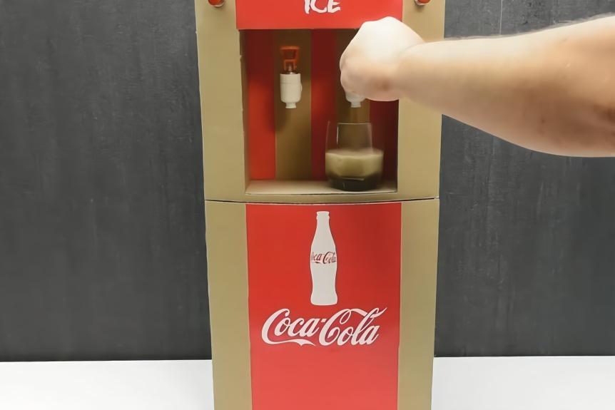 牛人手工diy制作了一款纸板饮水机