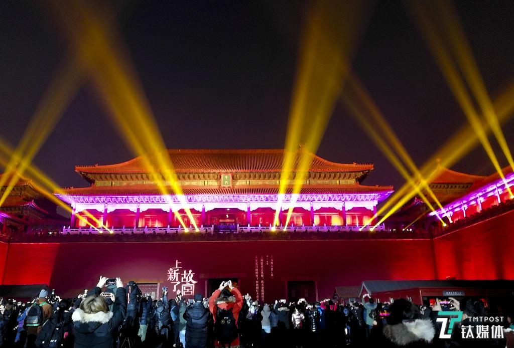 故宫首次灯光秀为什么引来一片争议?