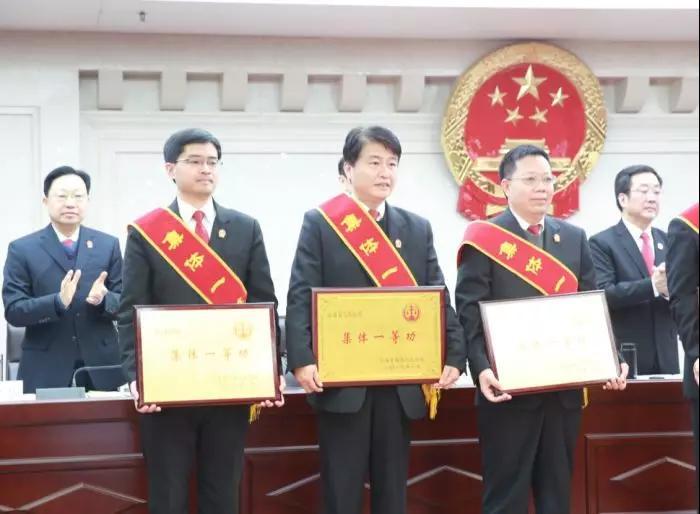 汝南法院院长姚强表现背后的荣誉,凝聚