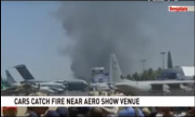 印度航展霉字当头,飞机刚相撞,300辆车又被香烟点燃