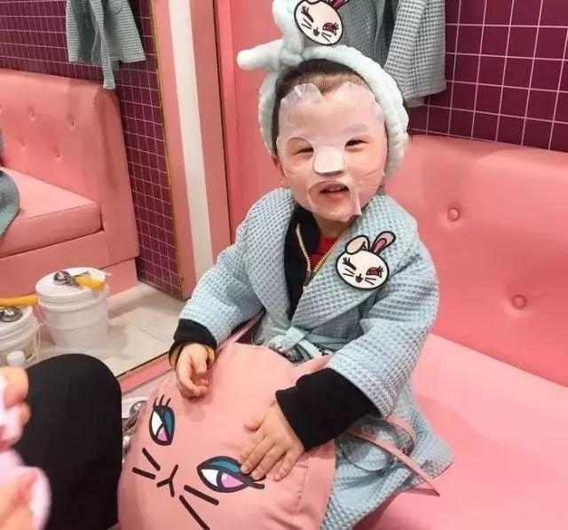 儿童口红自己做_要9岁王诗龄上学带化妆品的李湘,在这些妈妈前输了 - 拓外网