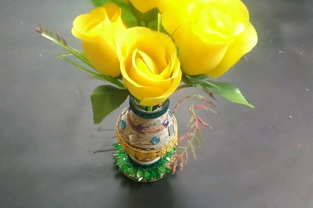 创意生活,教你用旧报纸diy一个漂亮的纸艺花瓶