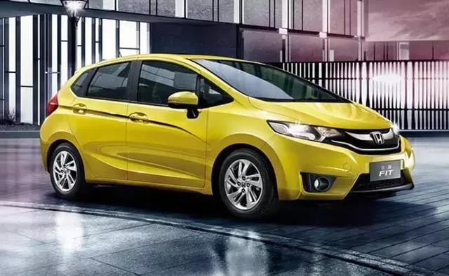 假如市场只剩下新能源车和小型燃油车,你会选谁?