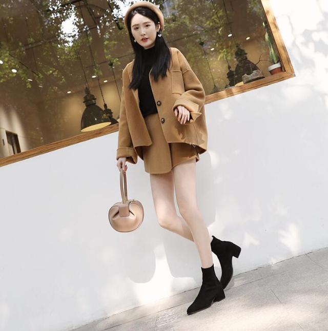 时尚尖头短靴,显露强大气场感,轻松为穿搭加分