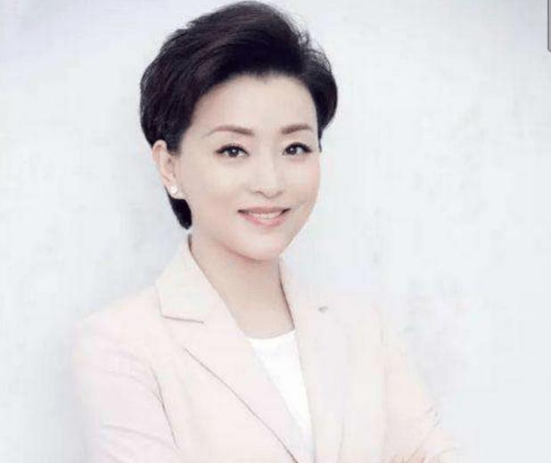 51歲楊瀾近照曝光,身材消瘦氣質佳,還是20年前的模樣