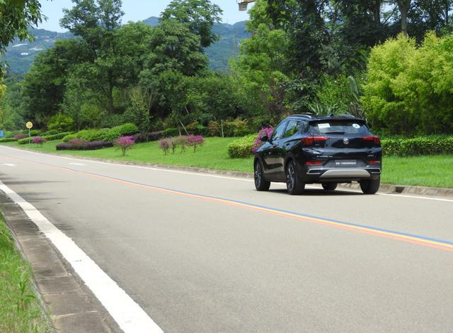 这台紧凑级家庭SUV定位万金油,165马力发动机+9AT,还配适时四驱