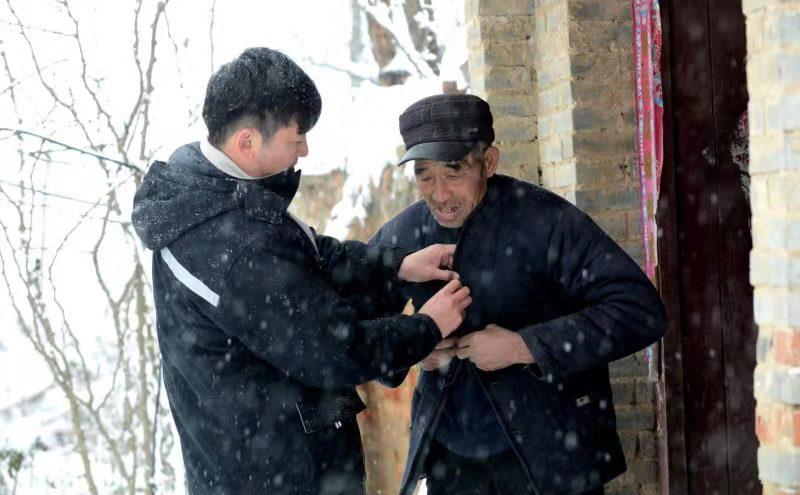 做困难群众的贴心人  ——记驻建安区蒋李集镇刘庄村第一书记杨军恒