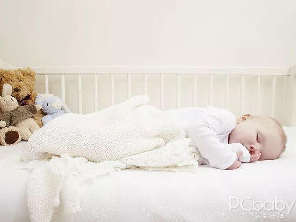 开空调睡觉,宝宝总爱蹬被子怎么办?