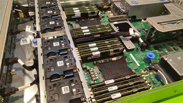 Intel下代Xeon:28核心先行 明年上半年全部到位