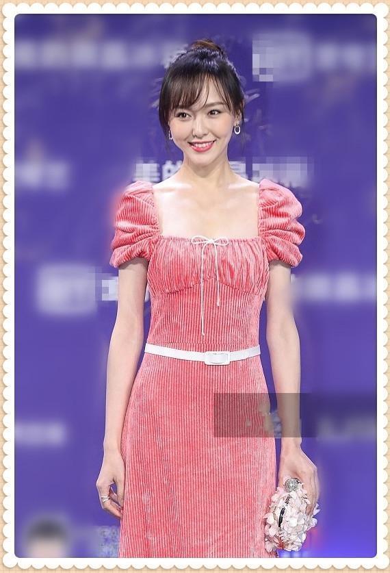 唐嫣婚后再穿粉色长裙气质大不一样网友:罗晋也太疯狂了吧!