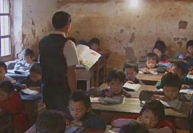天呀!穿越40年的教室,发生的变化让人惊叹