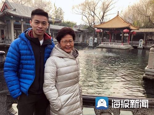 香港特首携全家赴济南过圣诞 游览趵突泉大明湖