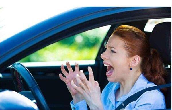 考完驾照后,怎样才能把车开熟练呢?他们都这么做!