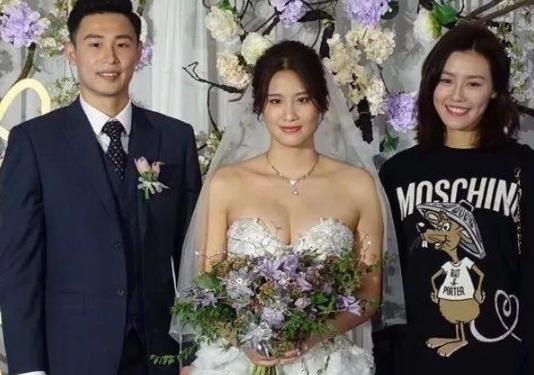 陆滢已经是有了老公,并且她的婚纱照也是将她的美丽衬托的特别好,结婚