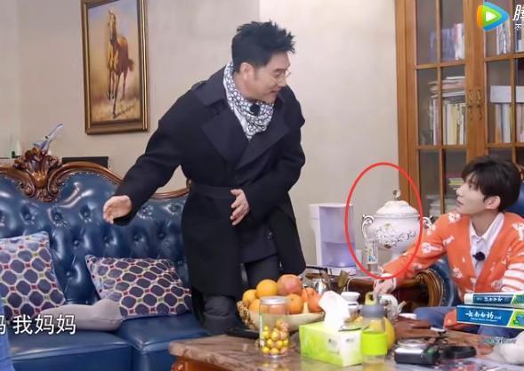 王源录节目曝光家中内景,全家吃饭的凳子成为亮点!