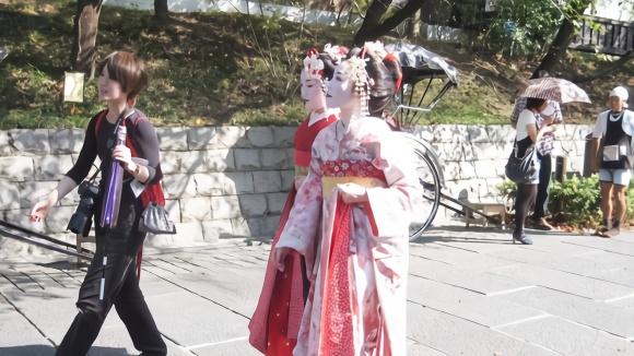日本女人被男人操_这是日本女人特有的工作,薪资非常高,为何没有人愿意干