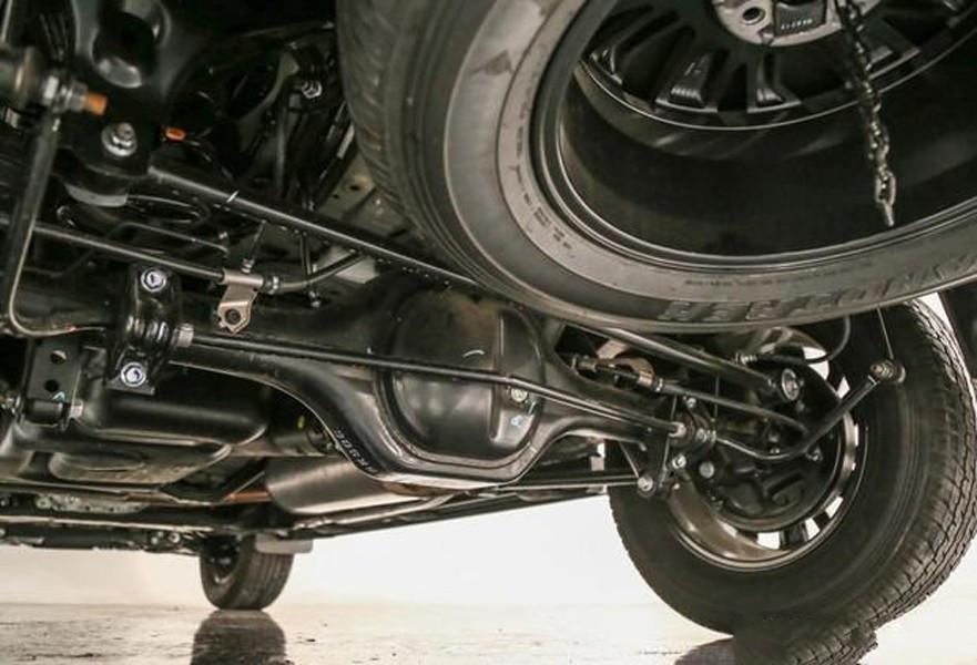 值得一直的是该车配置了4WD系统,确保了该车的越野性能,如今丰田普拉多放弃全时四驱与后桥差速锁后,新一代的国产帕拉丁的越野性要比普拉多更加优势,相比性能完爆汉兰达。 综合看来,途达Terra 4WD搭载的分时四驱系统,结合非承载式车身,必将提供不俗的越野能力,推荐指数五颗星。
