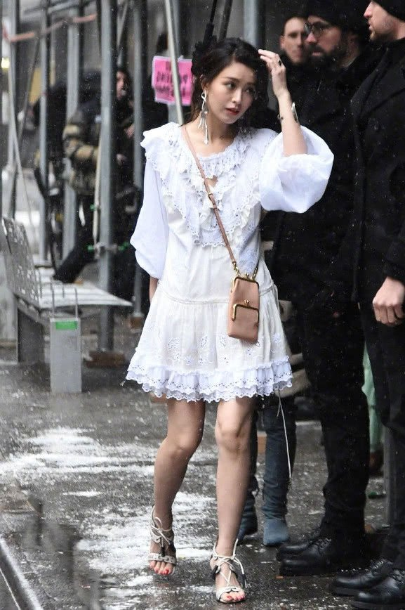 文咏珊真a衣裙,穿衣裙睡时装亮相白色周,还好靠夜女郎店情趣内衣图片