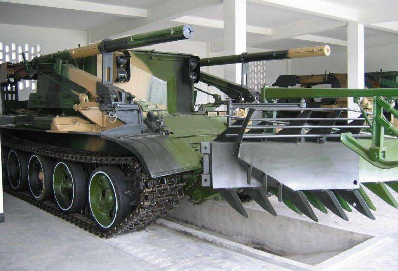 中国新型扫雷车造型怪异,可几十米外引爆地雷