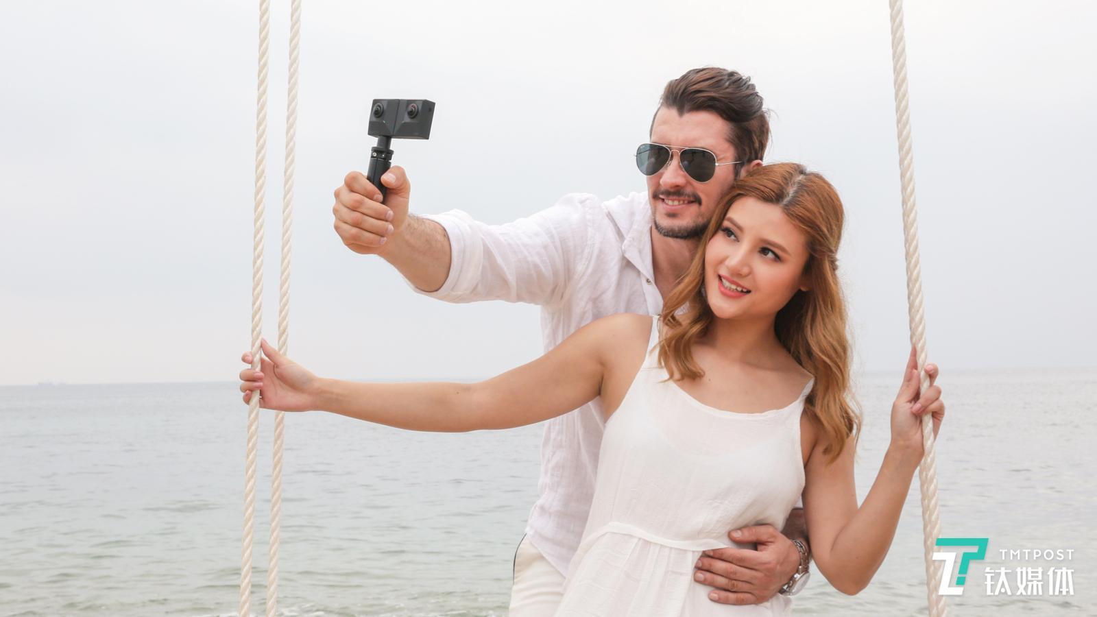 为3D大众化而生,Insta 360推出折叠式全景裸眼3D相机