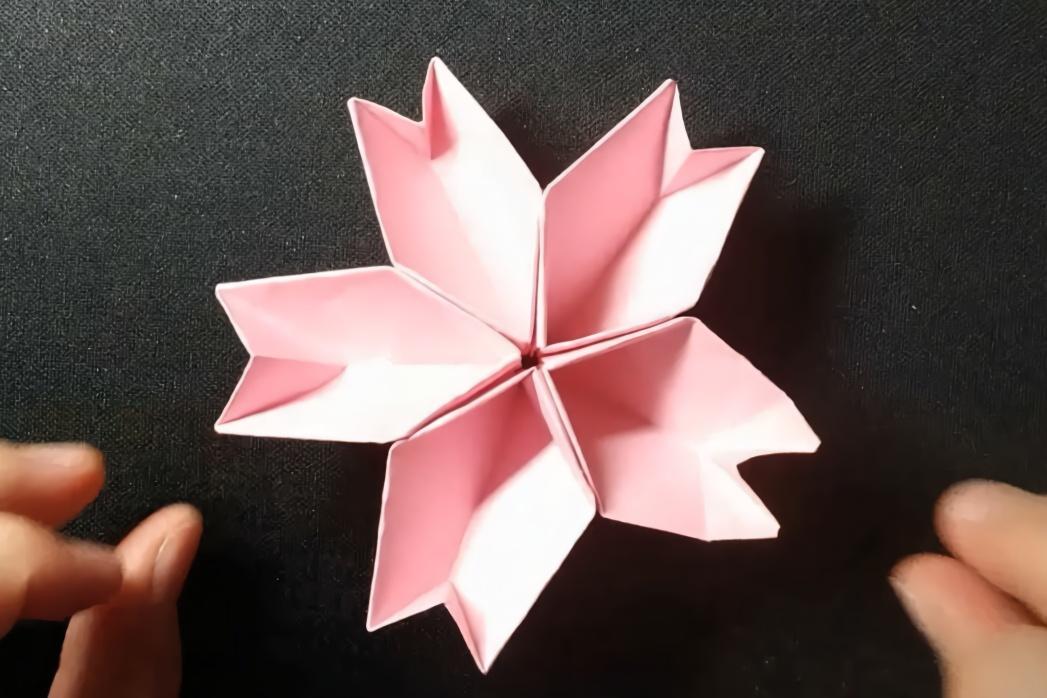 手工折纸教程:几张纸折出一朵樱花,简单有趣!
