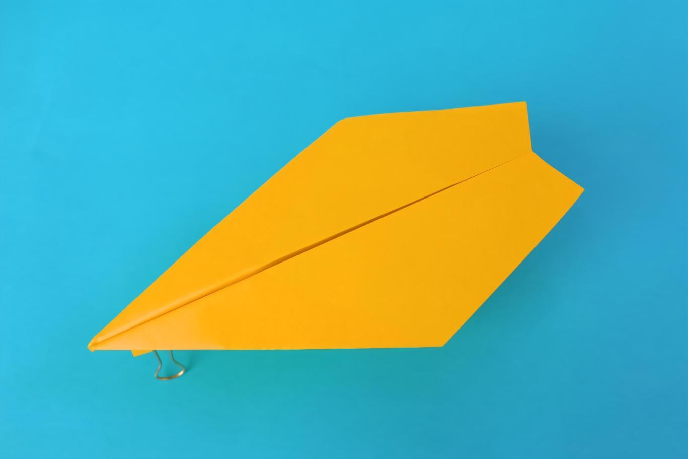 隐形战机造型的纸飞机,折法很简单图片