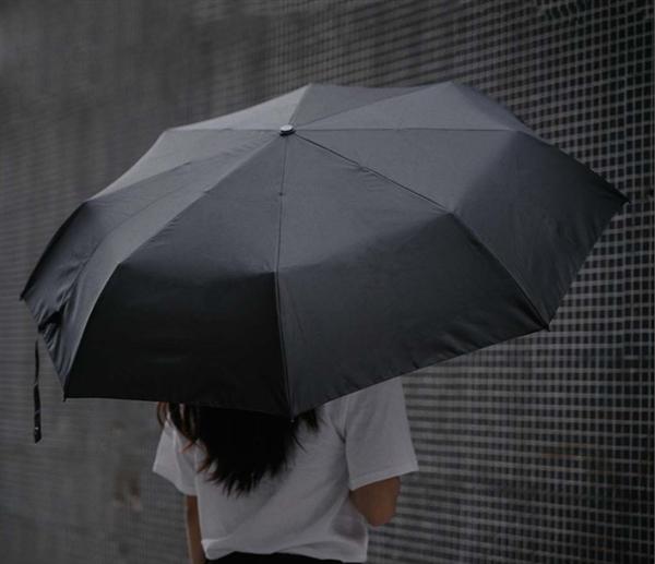 小米有品上架空谷三折自動傘:防風防曬