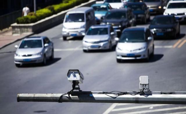 为什么开车经过电子眼的时候它会闪一下?可能有些车主还不懂
