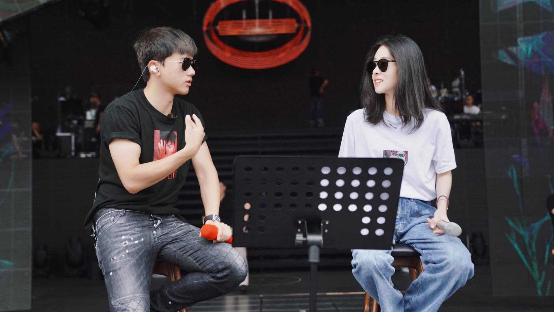张杰南京开唱和雨神正面刚,一曲《凉凉》不给考生听,获封梗王?
