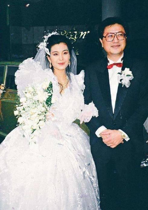 经历婚后13天丧偶,二婚老公两次出轨后,女星庆结婚20周年显心酸
