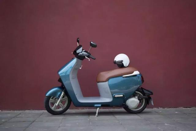 请注意,有蓝鲨出没,这可是一台用汽车科技创造的智能电动摩托车