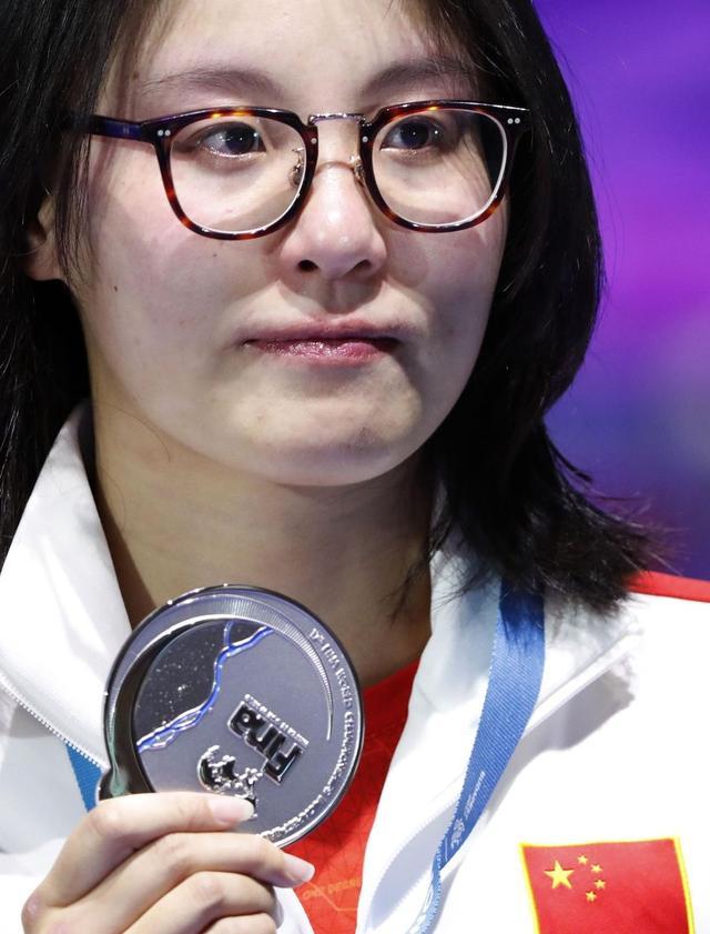 """又砸了!23岁""""洪荒少女""""越游越慢,过去6年她是中国女子第一人"""