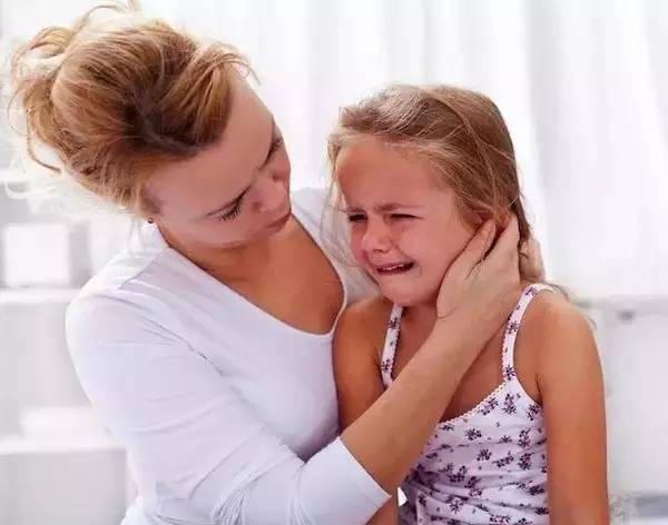 自家孩子爱打人怎么办?聪明妈妈只用四招,孩子不再动手