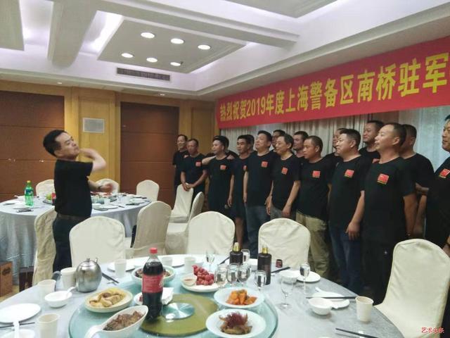 书画家高新民八一慰问原上海警备区南桥驻军官兵