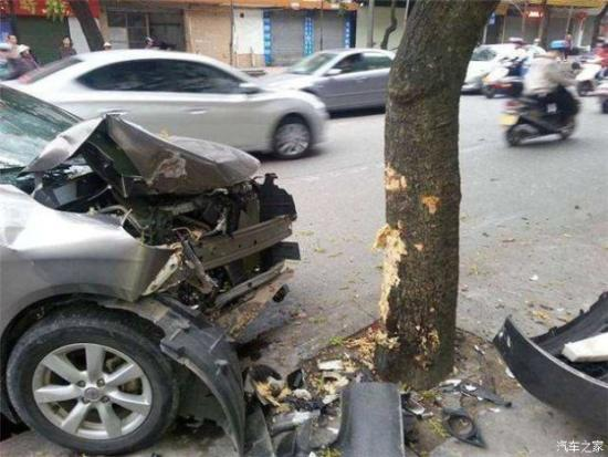 <b>车辆失控时撞墙和撞树哪个能保命!</b>