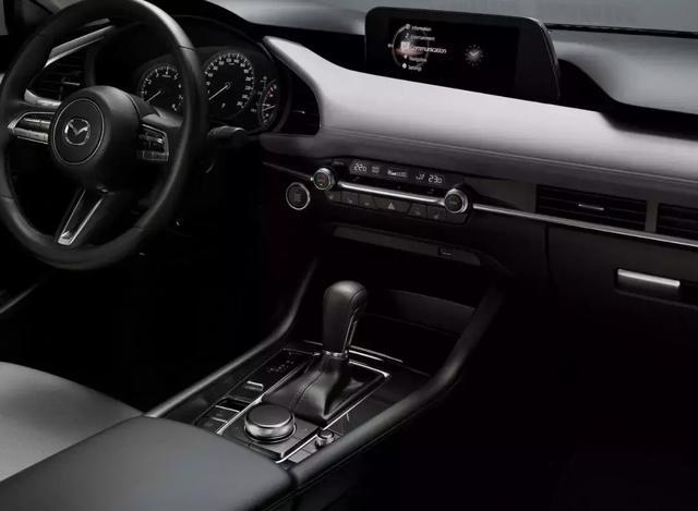 """辣眼睛的设计层出不穷,为什么日本车总是和""""高级""""二字无关?"""