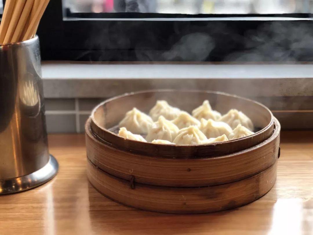 上海人心里的風味人間 全在這枚充滿褶子的小籠包里
