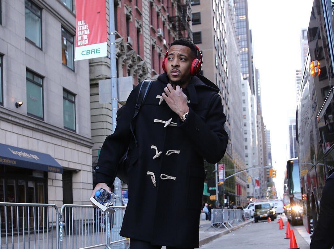 开拓者众将纽约街拍:麦科勒姆破洞牛仔裤抢眼,bec中级口试,bec中级报名时间,bec中级报名费,压力单位换算表,压力单位换算,压力单位