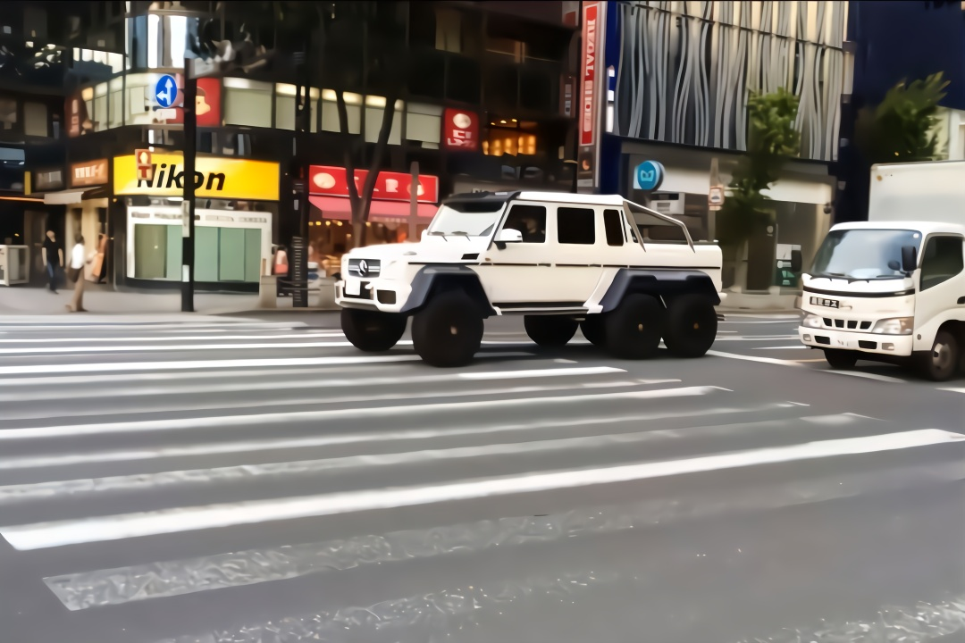 日本街头偶遇一辆六轮驱动的奔驰G63,据说这车价值400多万?