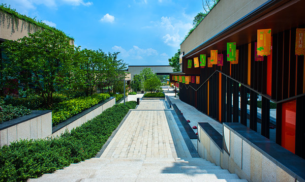 △长沙富兴世界金融中心△ 长沙富兴世界金融中心:人造峡谷的设计