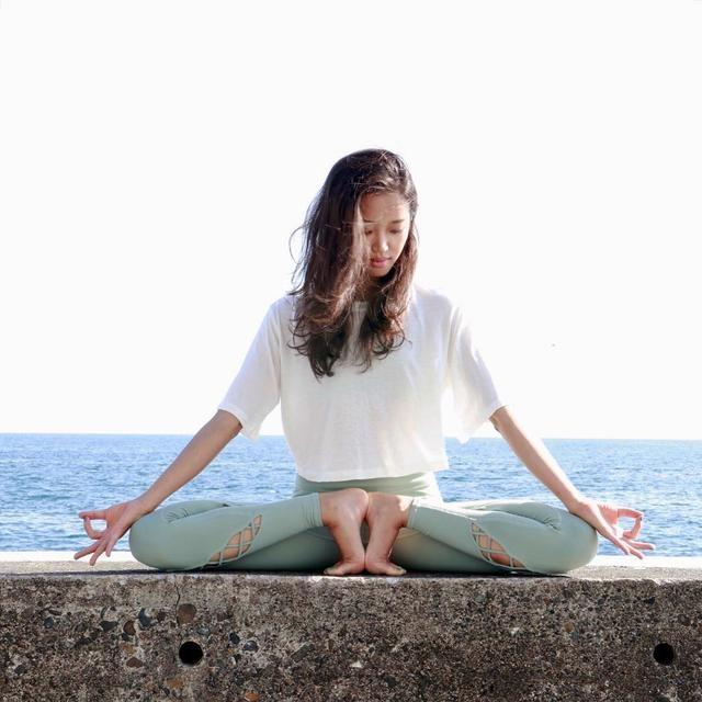 珍藏级瑜伽训练,这组动作练下来腹部脂肪也没
