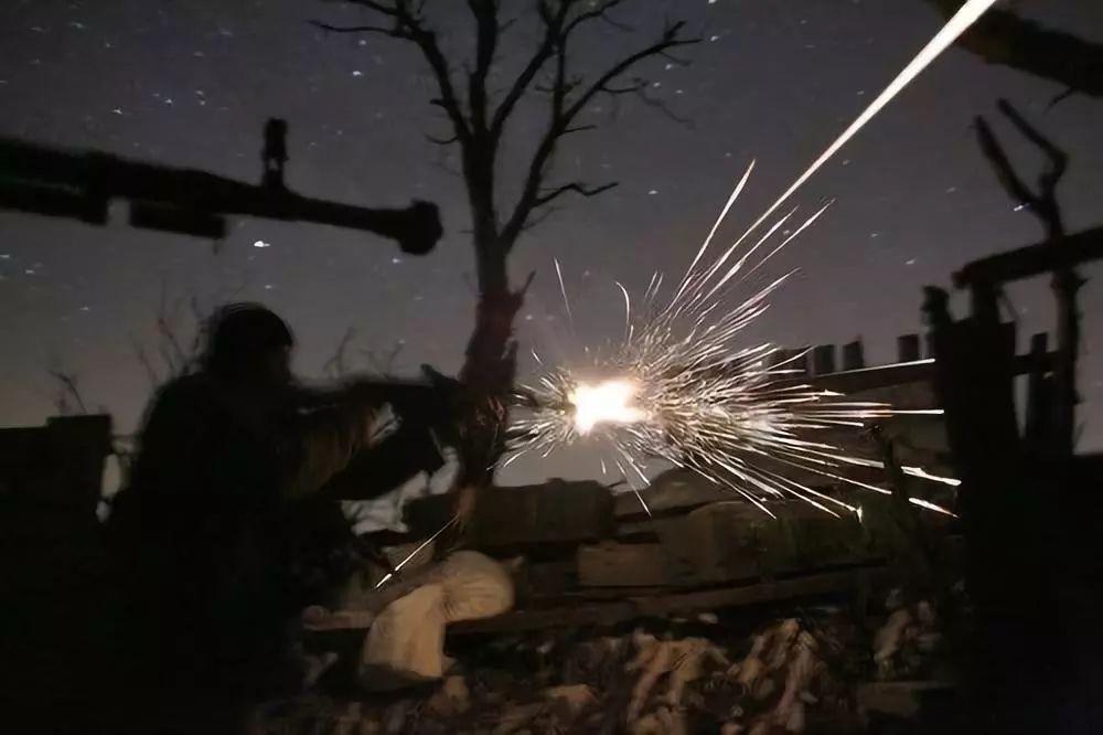 美国派军舰 冲突降不下温?俄罗斯搞军演乌克兰射导弹
