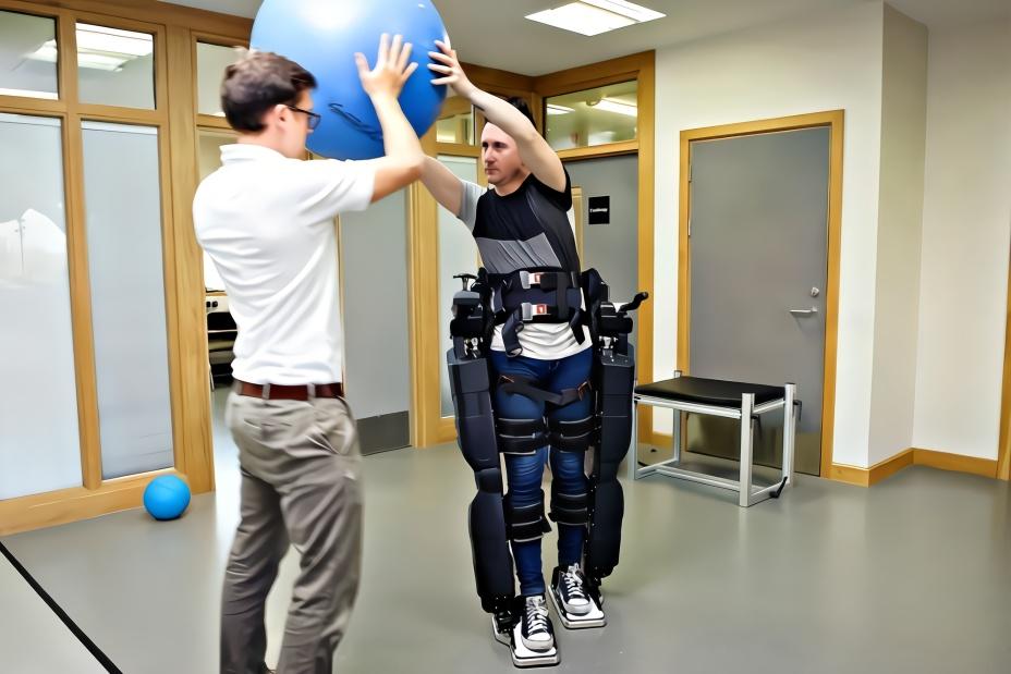 这才是黑科技!日本造步行辅助装置,穿上它,老年人都能健步如飞